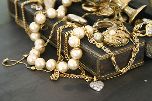FREE Jewelry Cleaning 1 Item At Lang's C & L Jewelry Inc.